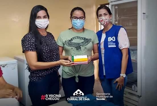 Secretaria de Saúde comemora chegada da vacina em Curral de Cima