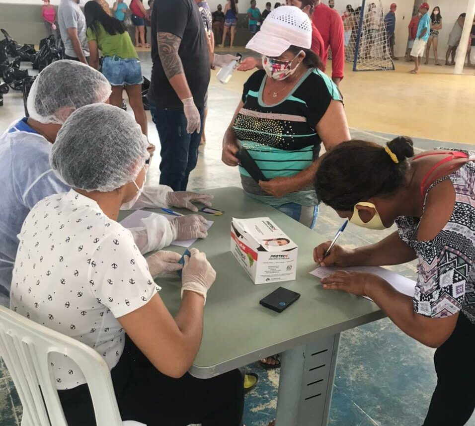 Prefeitura distribui 3 toneladas de alimentos a famílias que vivem na linha de vulnerabilidade social