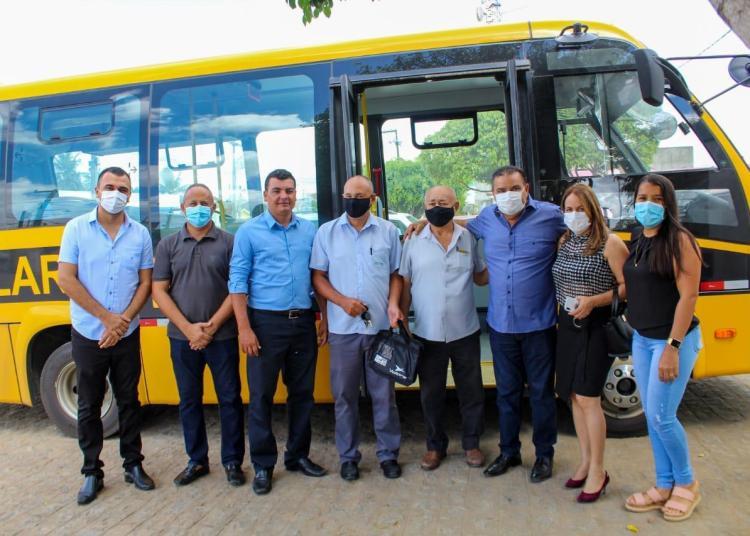 Prefeitura de Curral de Cima inicia mudança da frota escolar para 2021